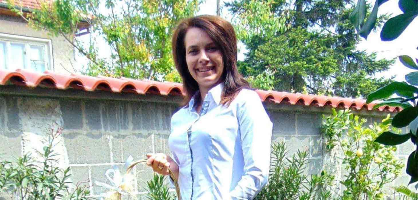 Г-жа Десислава Дингилева пред сайта на Строево